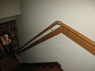 木製手連続手摺(補強材付き)